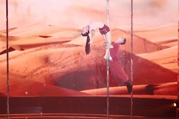 《中国达人秀》精致舞美助力达艺升级!扯铃、无人机、空中舞蹈闪耀梦想冲刺夜
