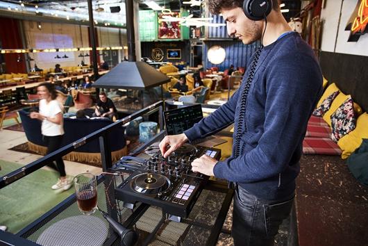 Hercules(嗨 酷 乐)发布 DJCONTROL INPULSE 500 帮助 DJ 走出卧室,开始第一场演出